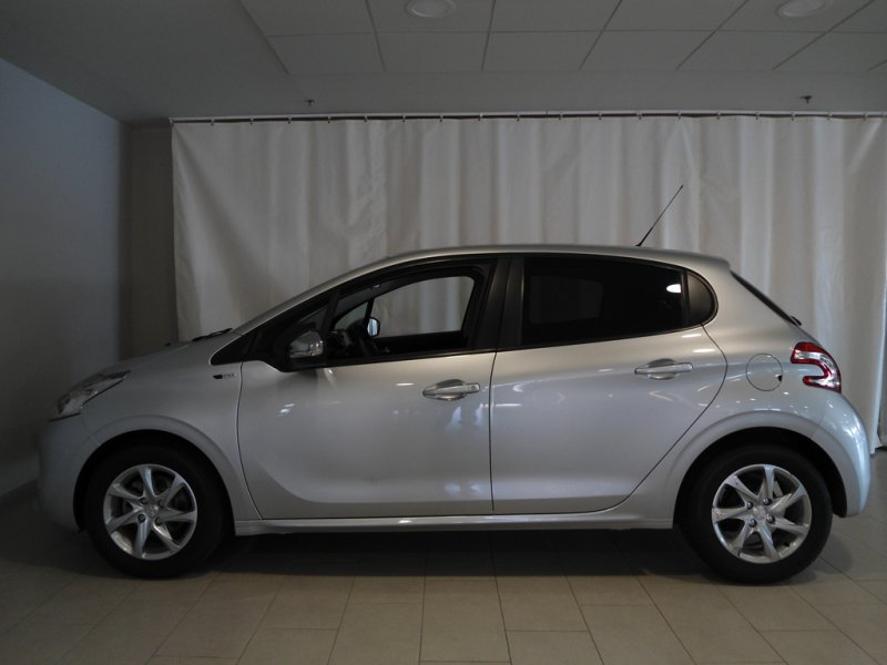 Peugeot 208 5P STYLE 1.4 HDi 68 Style