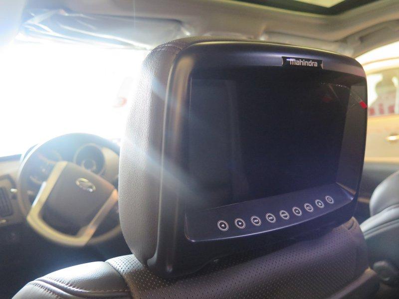Mahindra  Sin determinar XUV 500 - AWD (4X4) - 7 plazas W10
